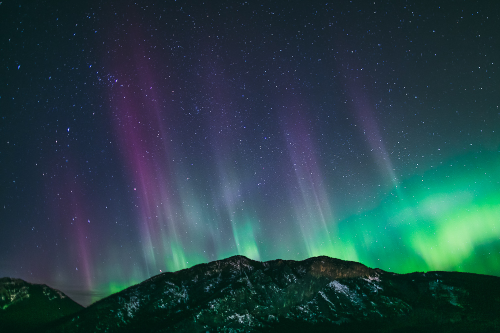 Northern-lights-alberta-canada-banff-rock-mountains-3