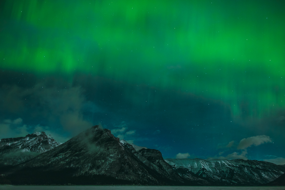 Northern-lights-alberta-canada-banff-rock-mountains-5