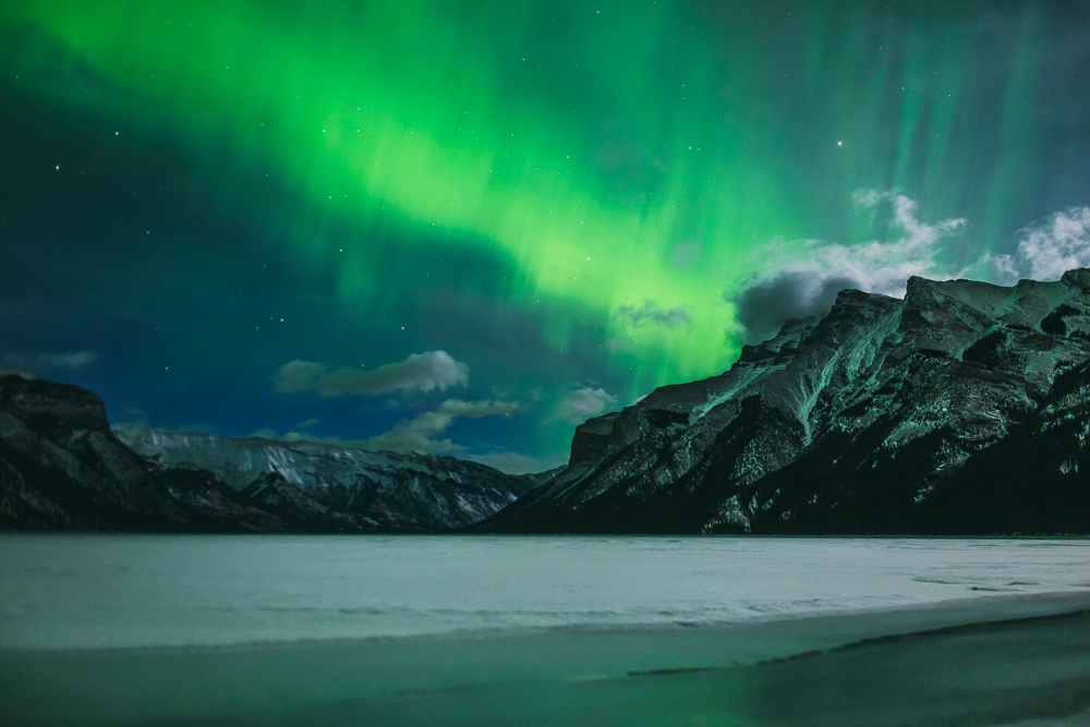 Northern-lights-alberta-canada-banff-rock-mountains-6